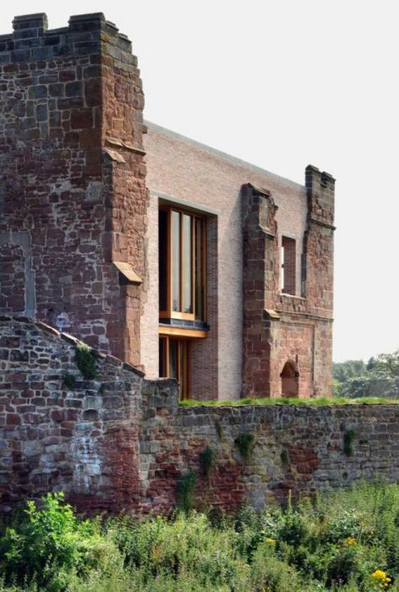 10-old_castle_in_the_modern_house