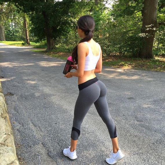 Stunning Girls in Yoga Pants - Barnorama