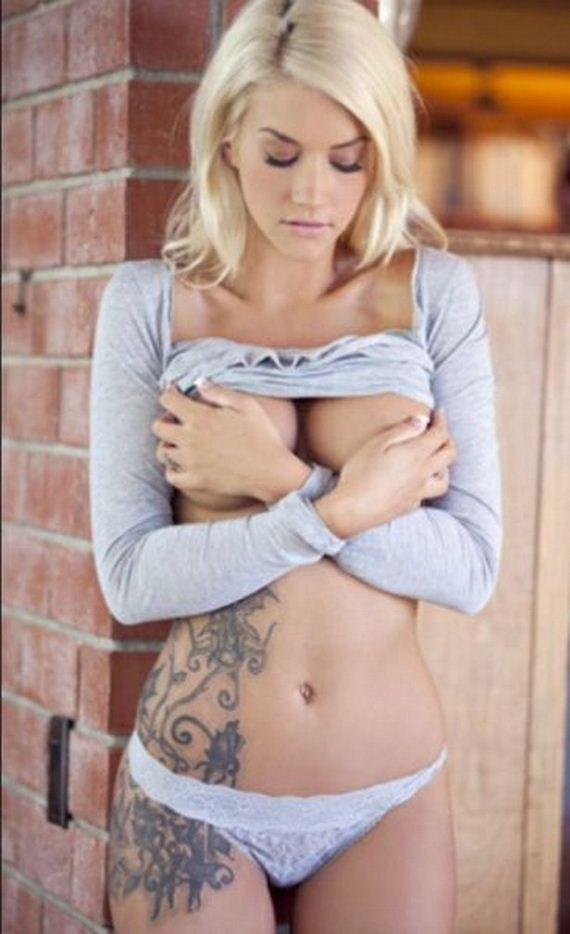 12-girls-with-tattoos