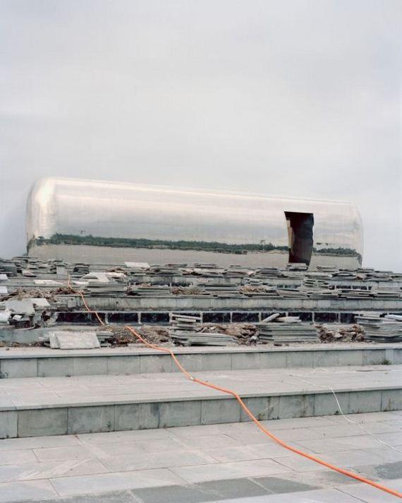 12-abandoned_futuristic_city