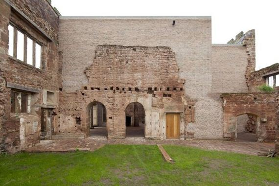 13-old_castle_in_the_modern_house