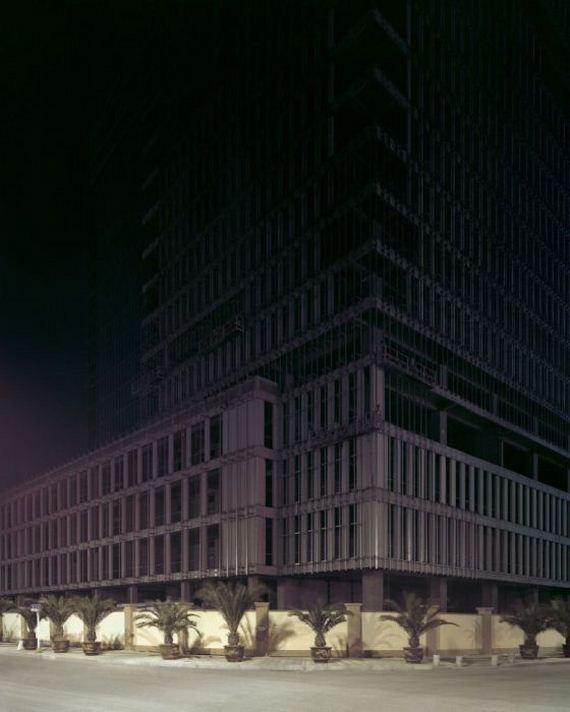14-abandoned_futuristic_city