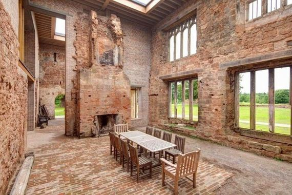 14-old_castle_in_the_modern_house