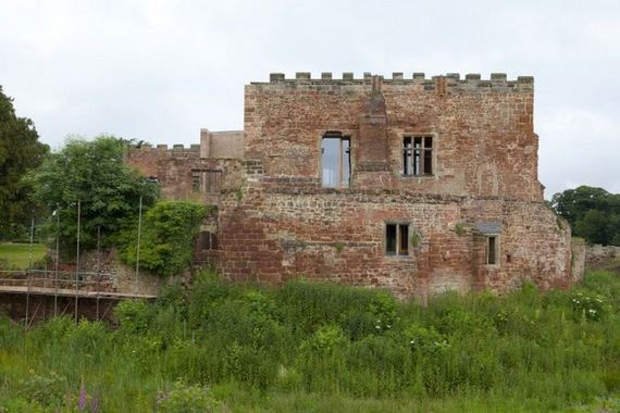 15-old_castle_in_the_modern_house