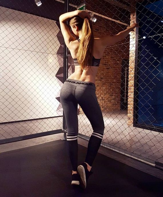 17-girls-in-yoga-pants