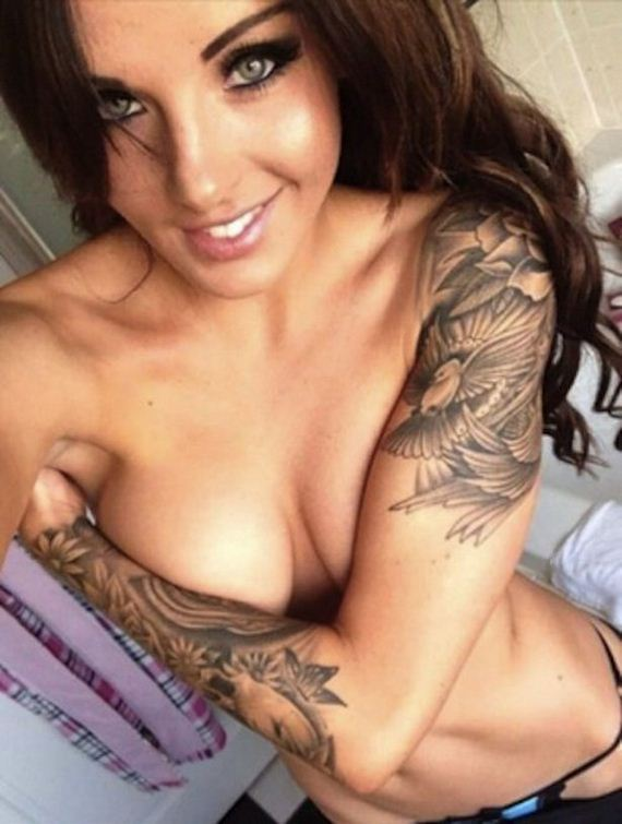 22-girls-with-tattoos