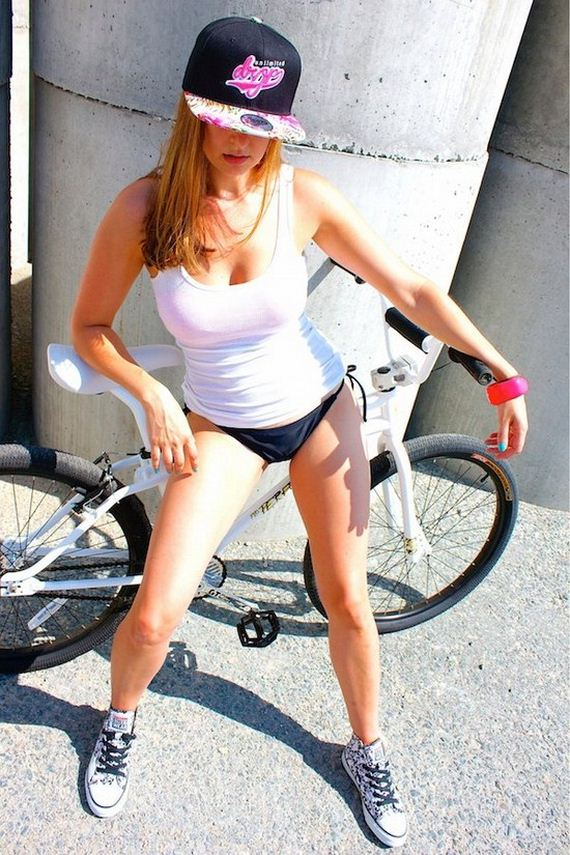 22-girls-on-bike