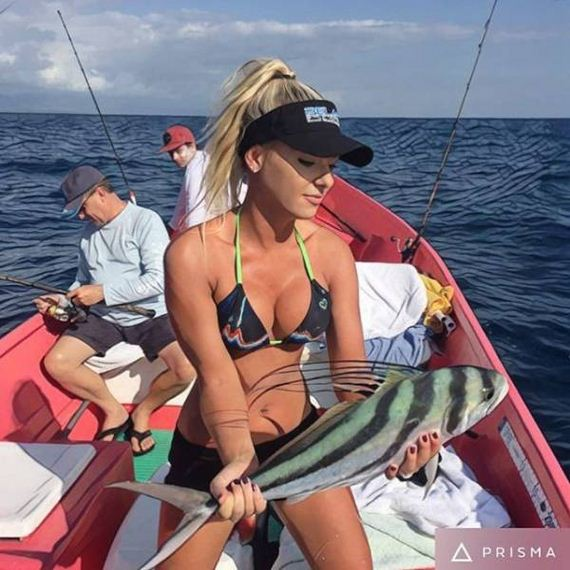 23-fishing_in_bikini