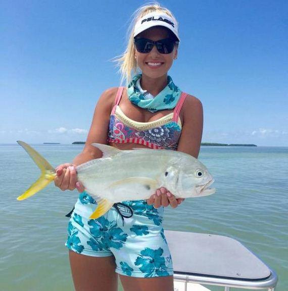 24-fishing_in_bikini