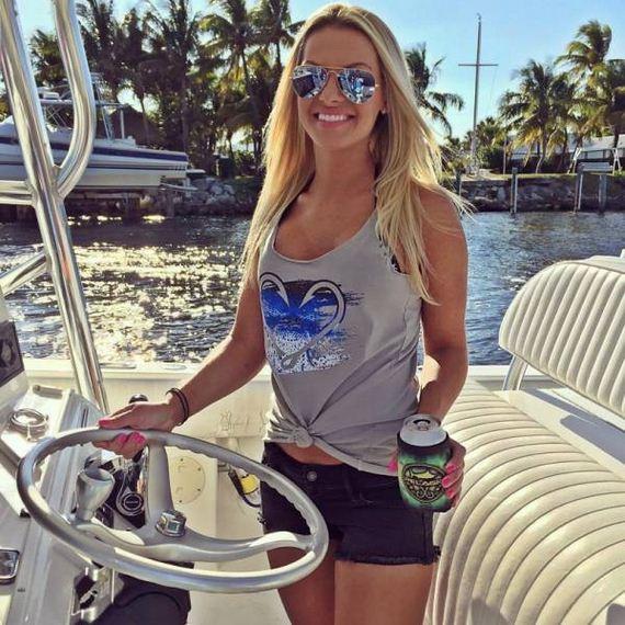 25-fishing_in_bikini