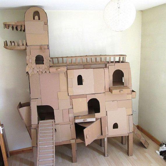 02-cardboard_cat