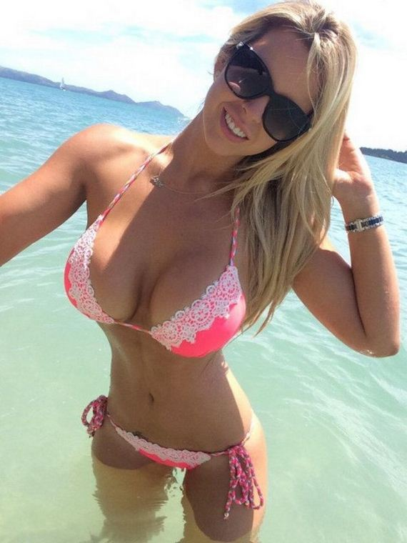03-girls-in-bikinis