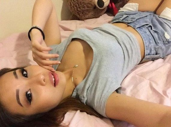 05-girls-in-bed