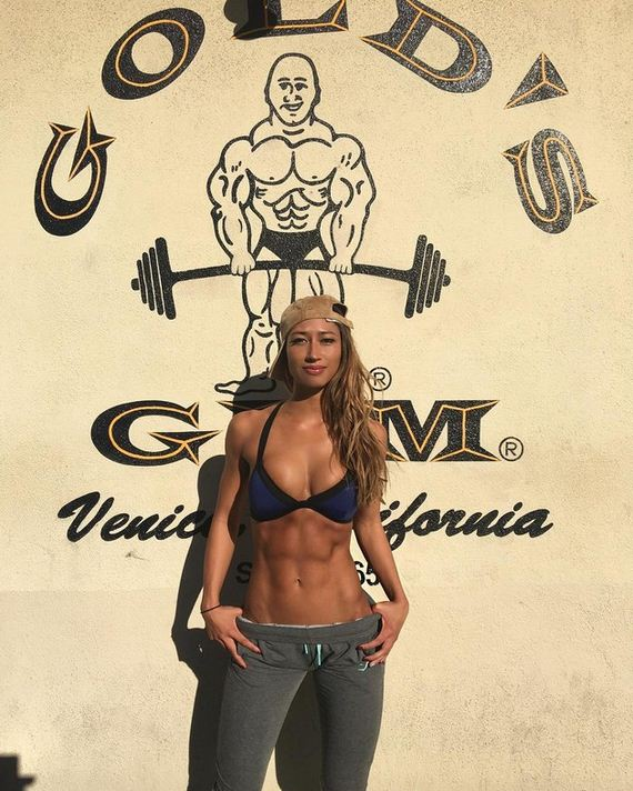 06-girls-with-abs