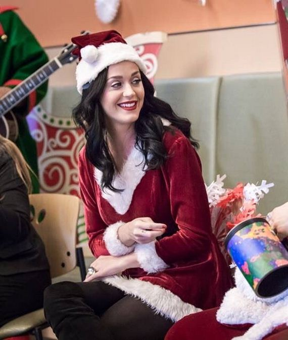 07-katy-perry-visiting-a-childrens-hospital