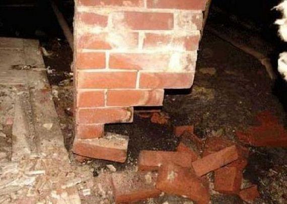 08-weird-house-repairs