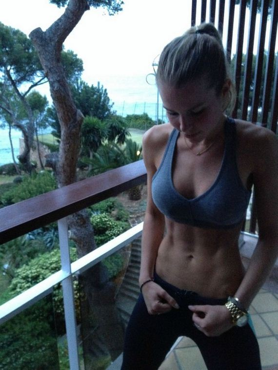 13-girls-with-abs