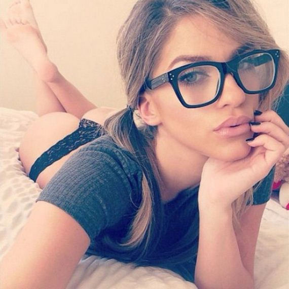 16-girls-with-glasses