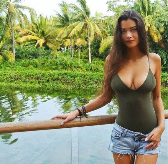 26-busty-girls