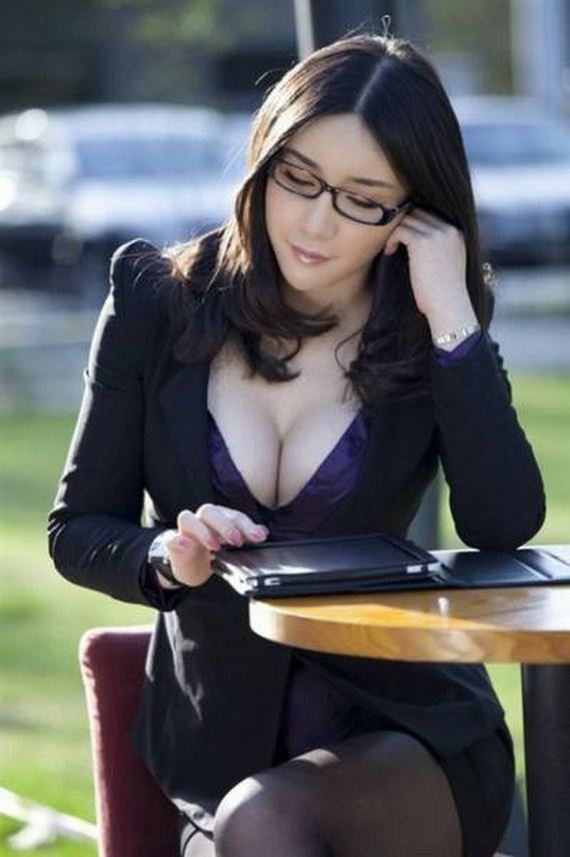 29-girls-with-glasses