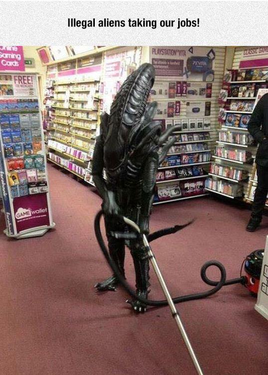 funny-illegal-alien-vacuum-floor