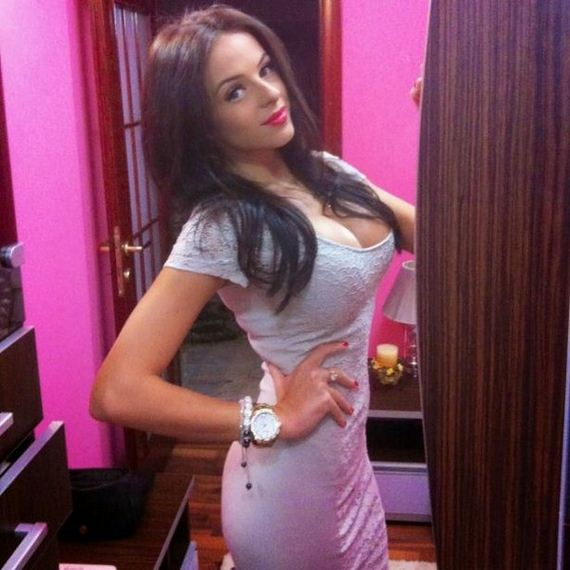 girls-in-tight-dresses-08-girls-in-tight-dresses
