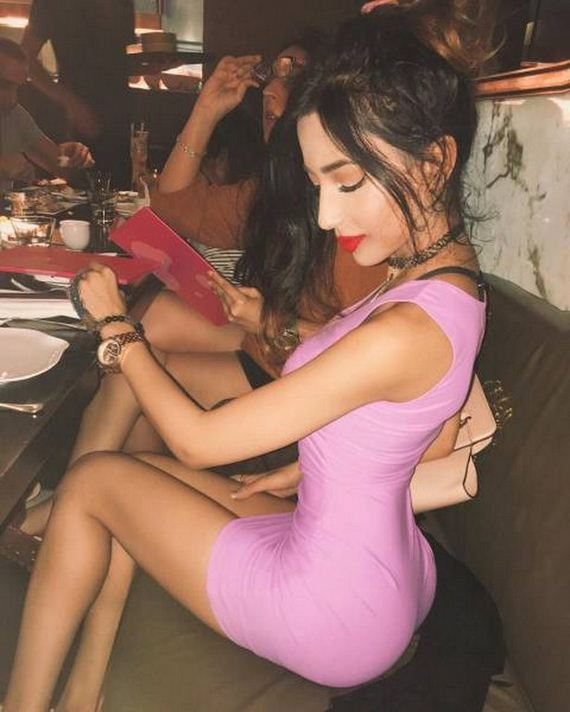 19-girls-in-tight-dresses