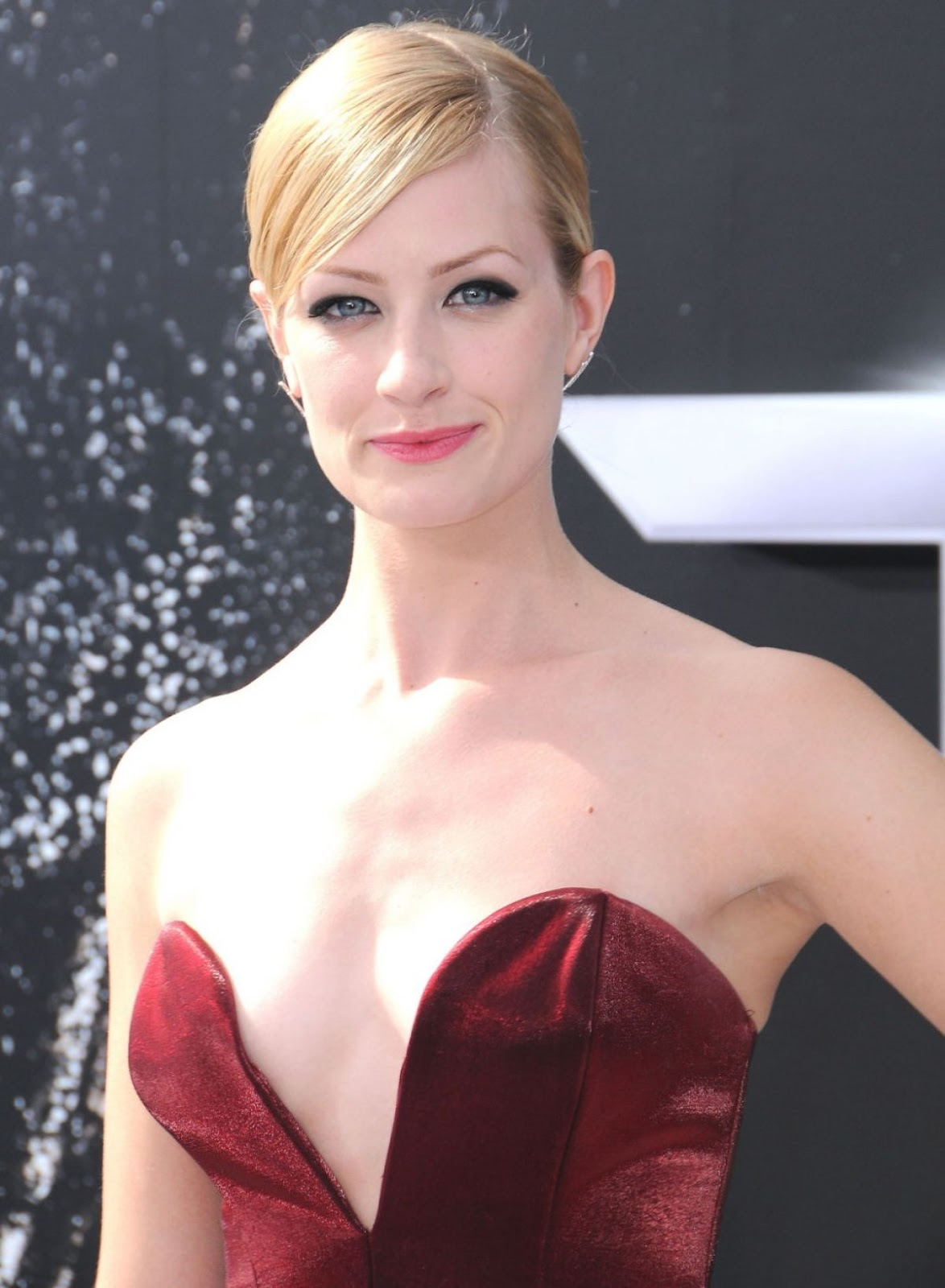 Beth Behrs Hot Photos - Barnorama-4021