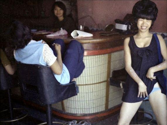 japanese women nude pleasing men