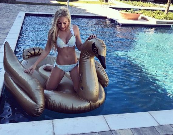 Hot Girls And Pool Floats Barnorama
