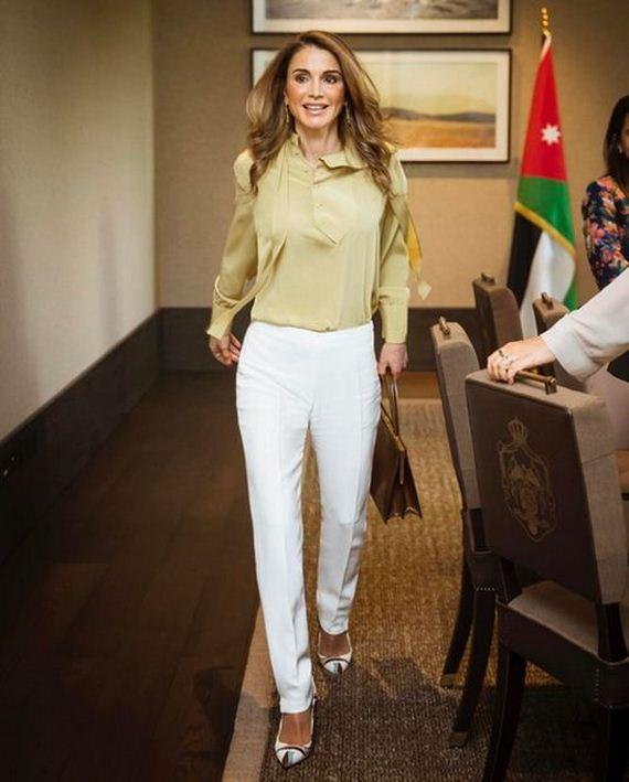 rania queen jordan abdullah al amman met royal team meet barnorama newmyroyals wife