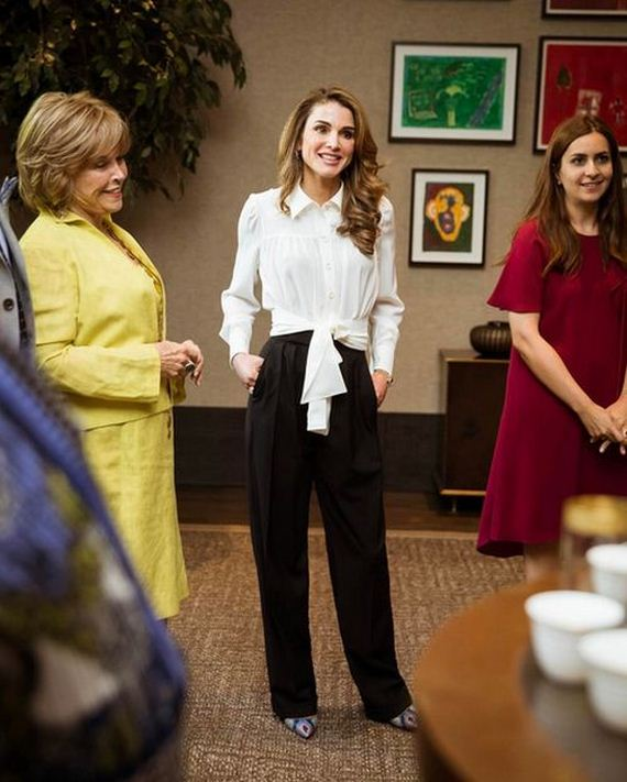the life of jordans queen rania al abdullah Rania al-abdullah (arabic: رانيا العبد الله , rāniyā al-ʻabd allāh born rania al-yassin on 31 august 1970) is the queen consort of jordanborn in kuwait to a palestinian family, she later moved to jordan for work, where she met the then prince abdullah.