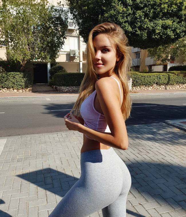 Hot Girls In Yoga Pants - Barnorama