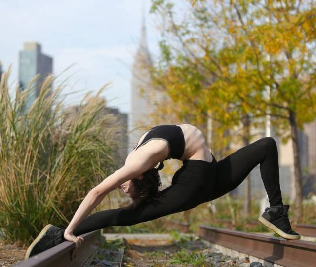 This American Contortionist Girl Is Ultra Flexible Barnorama