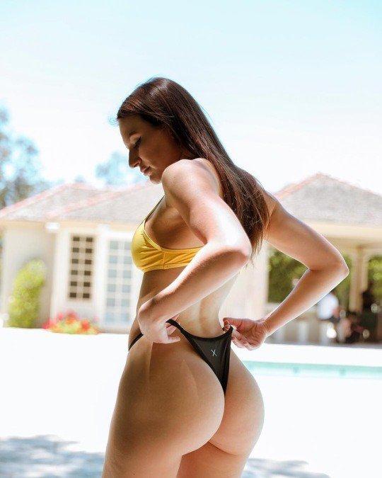 Brünette Ada Sanchez saugt eine Fetten Schwanz