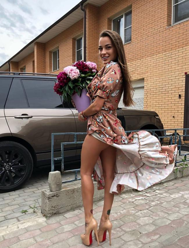 Girls Putting The Undress in Sundress - Barnorama