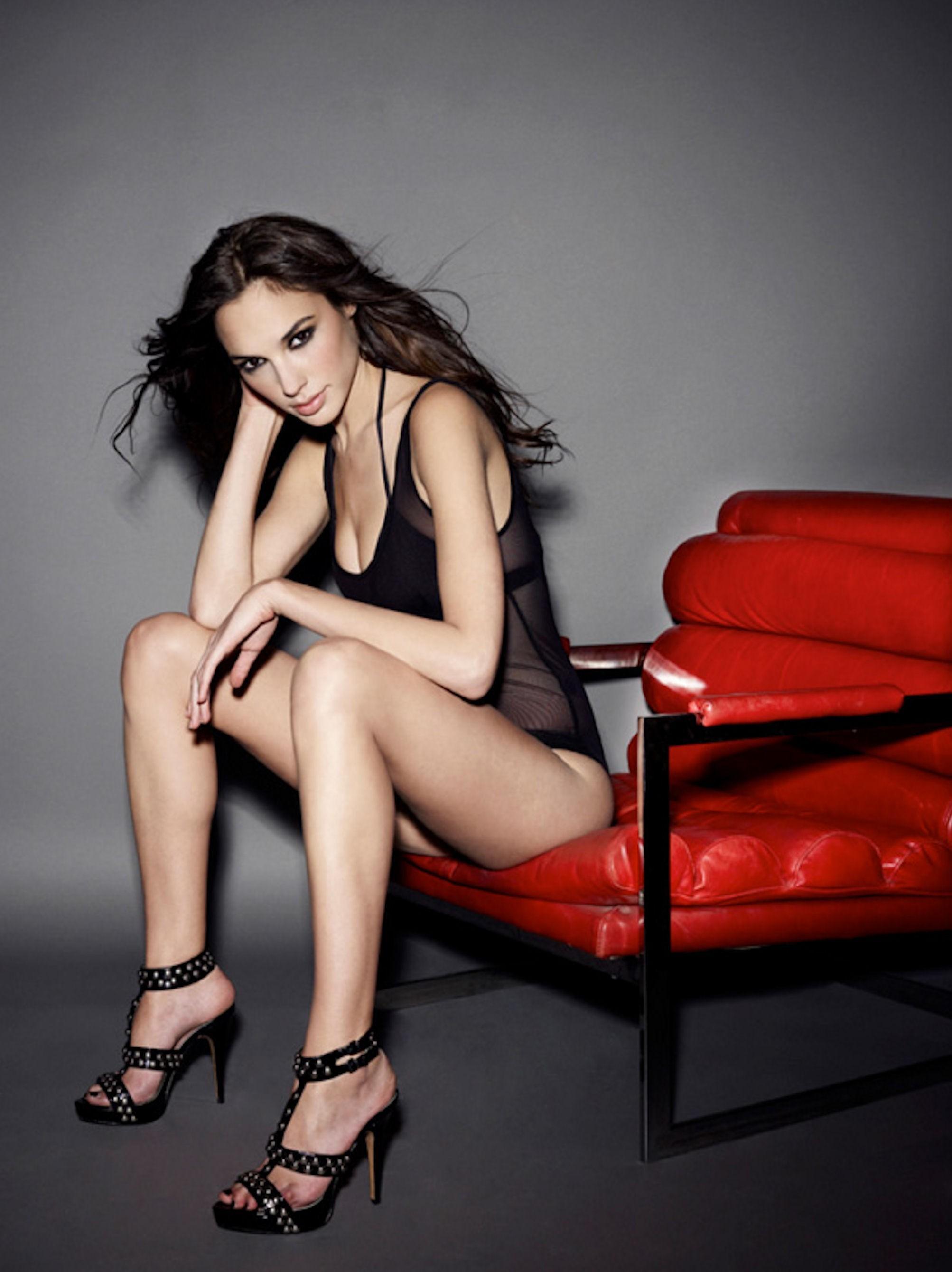 The 30 Hottest Gal Gadot Bikini Photos - Barnorama