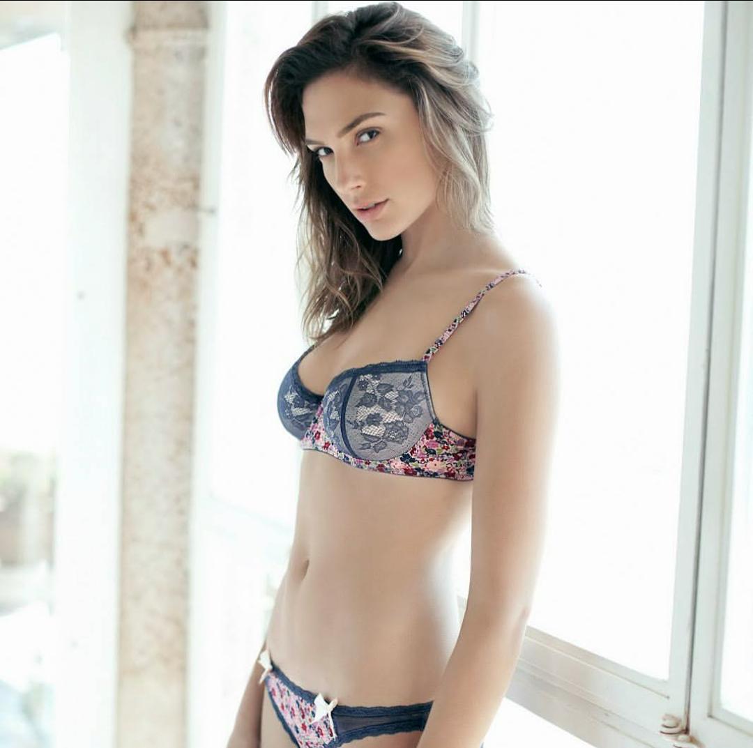 Hot sexy gals
