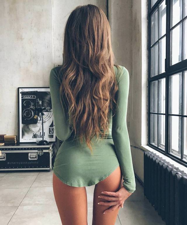 Hot Babes In Tight Dresses Barnorama