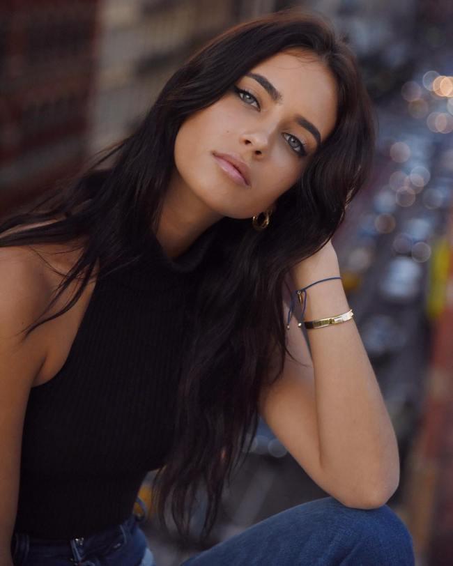 Hot Girls With Dark Hair And Light Eyes Barnorama