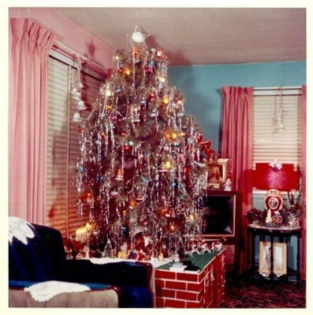 30 Photos Of Christmas Home Decor In The 50s And 60s