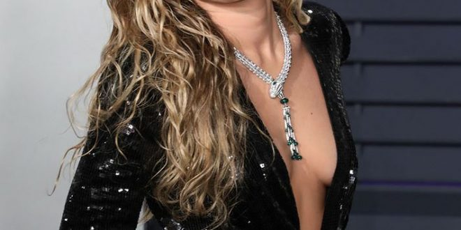 Miley Cyrus Sexy Braless Cleavage - Barnorama-8048