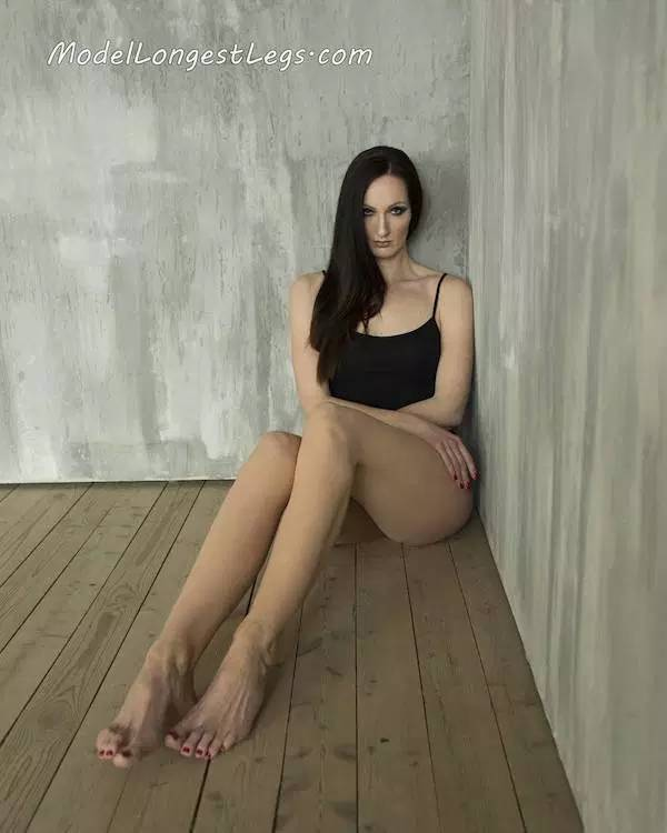 Yekaterina Is The Tallest Model In The World - Barnorama-4090