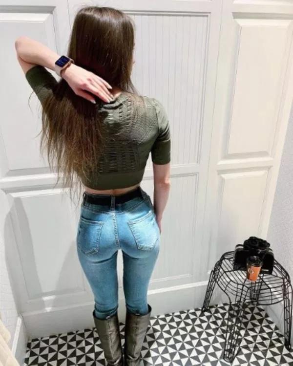 Jailbait in tight jeans — photo 6