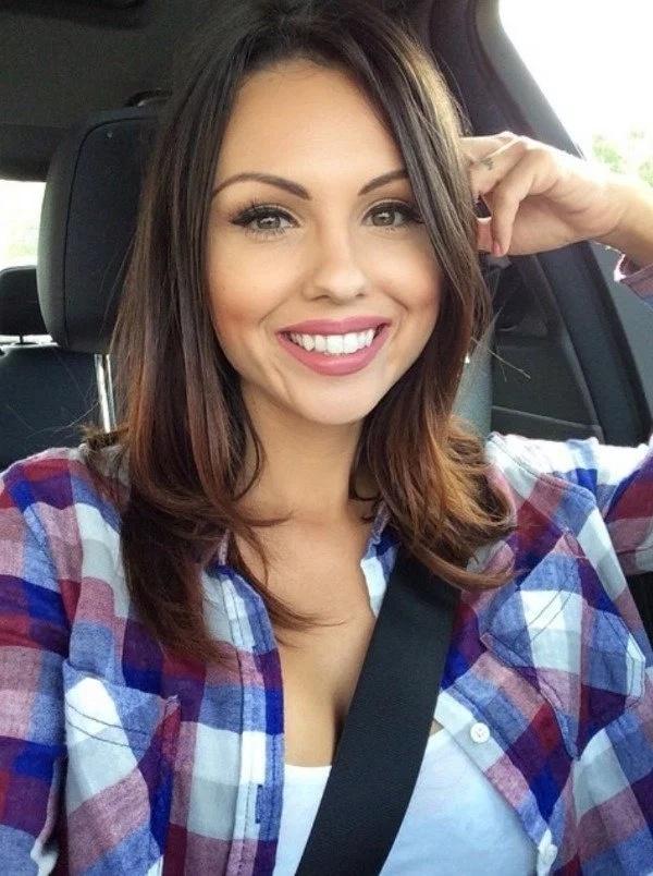 25 ragazze tettona sorridenti - Barnorama-2166