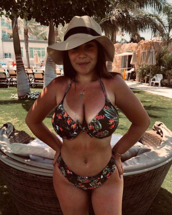 Hot tan babes