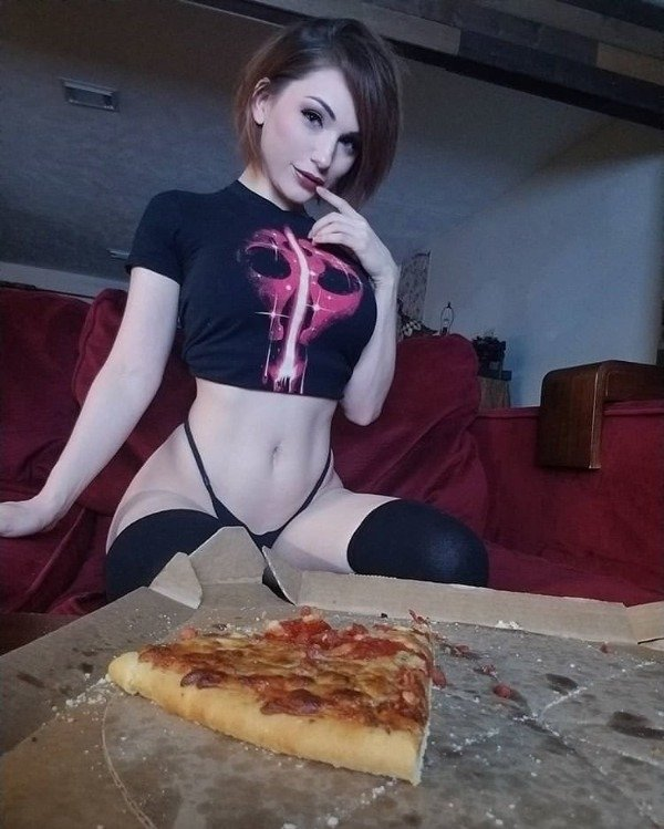 31 Cute Girls And Hot Pizza