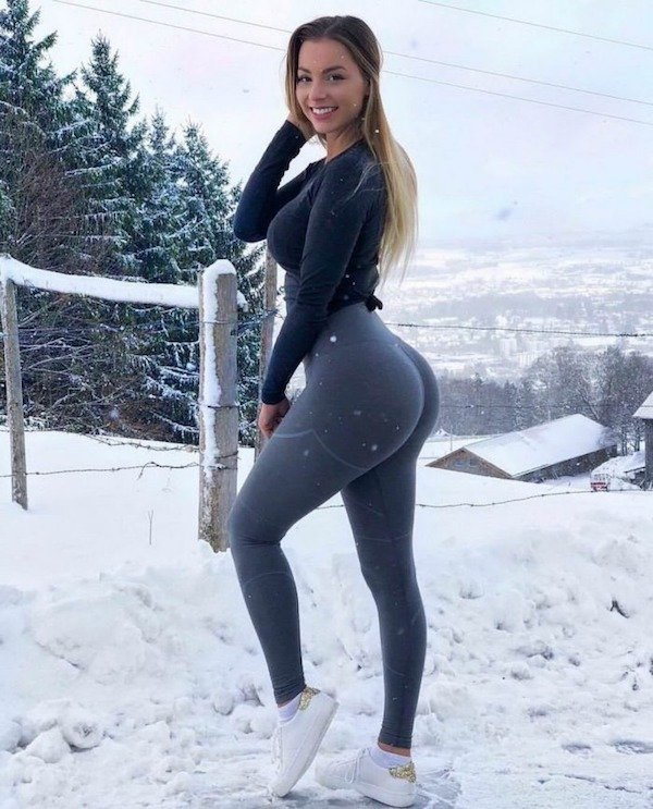 31 Girls In Yoga Pants - Barnorama-7093