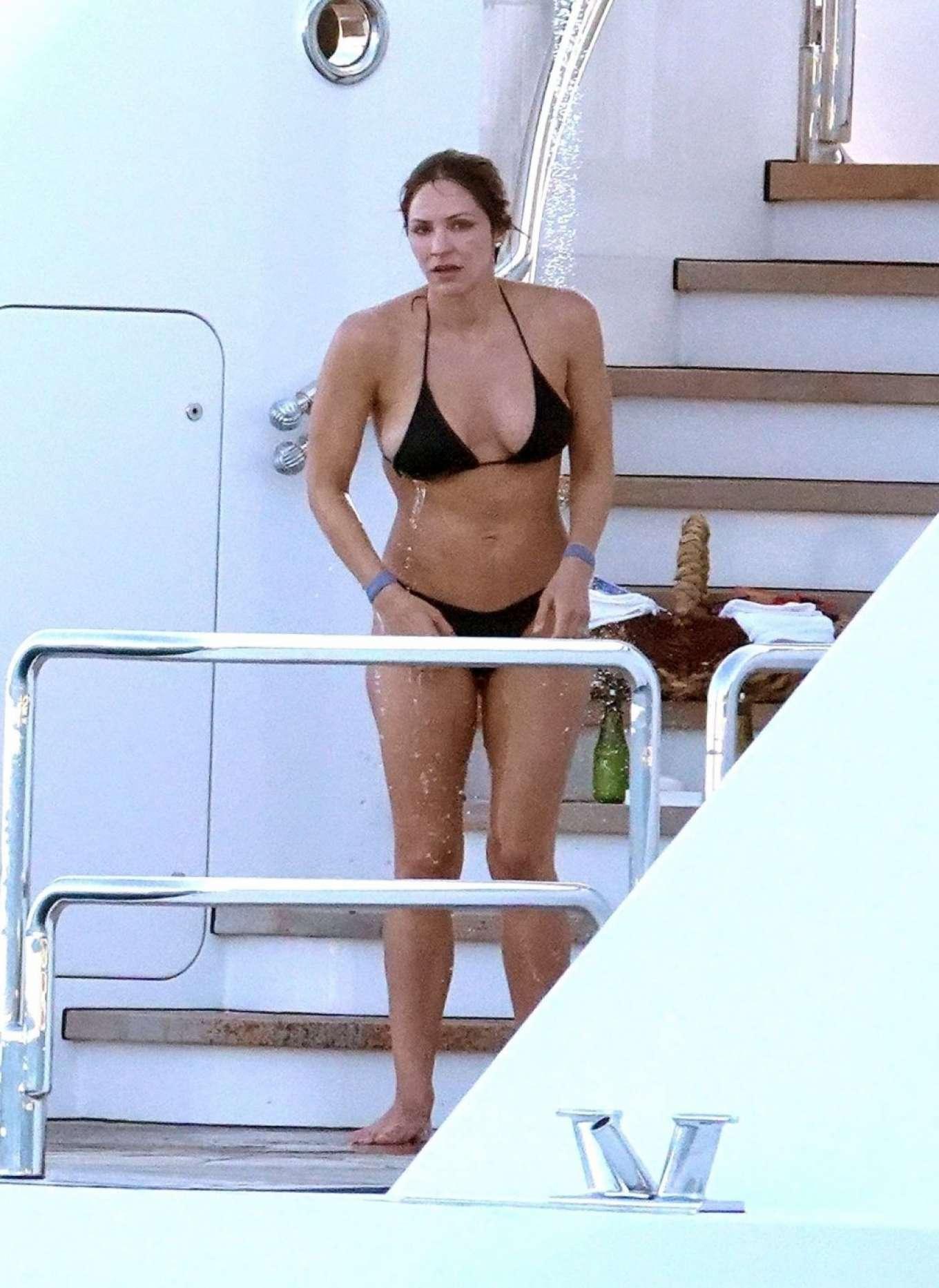 Sexy Katharine McPhee In Black Bikini - Barnorama