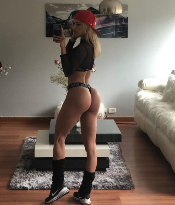 Most Interesting Facts >> 40 Hot Girls In Caps - Barnorama